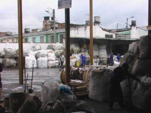 Centro de Reciclaje de Materiales a cargo de recicladores en Bogotá, Colombia. Fotografía de Magdalena Donoso